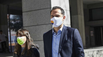 """Un diputado de Cs en Madrid denuncia que recibió """"presiones"""" para firmar una moción contra Ayuso"""
