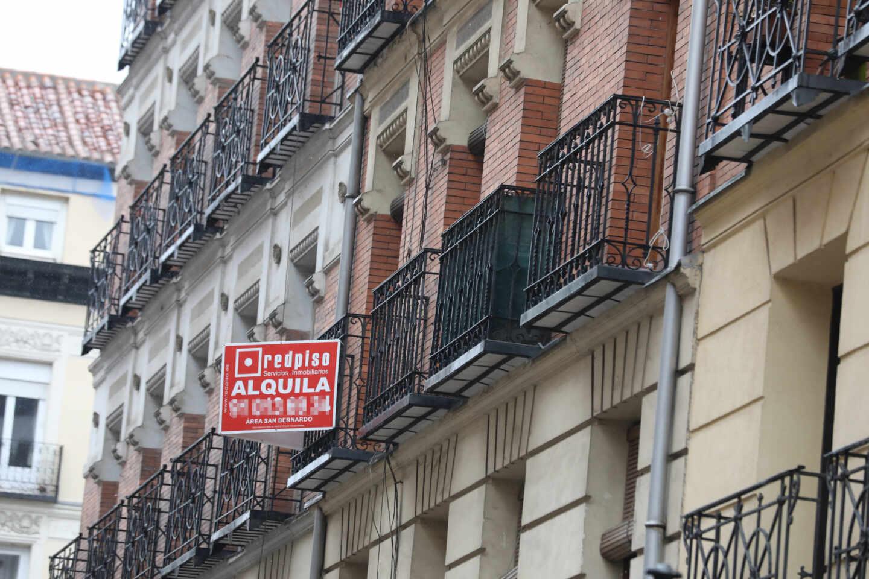Un edificio tiene varios pisos en alquiler en un céntrico barrio de Madrid