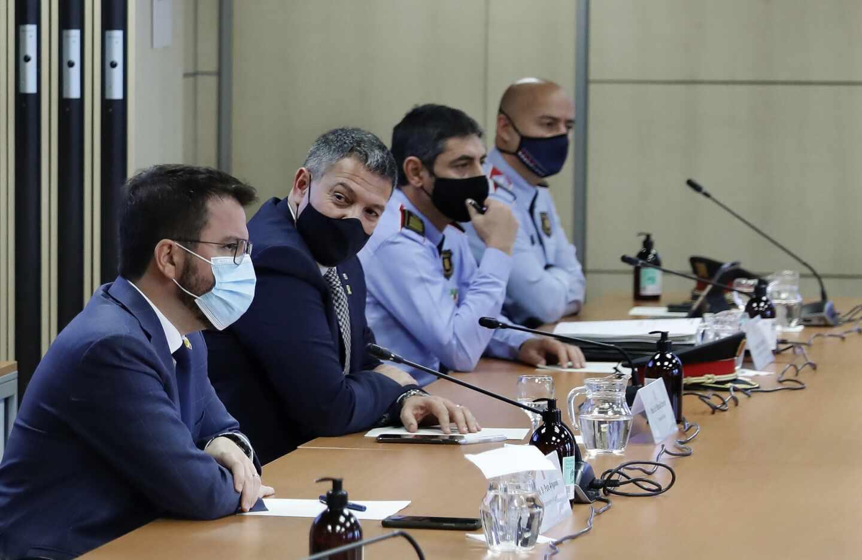 El vicepresidente del Govern, Pere Aragonés, el conseller de Interior, Miquel Samper, y el major de los Mossos d'Esquadra, Josep Lluís Trapero.