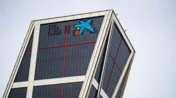 Las torres Kio lucen ya con el logo de CaixaBank