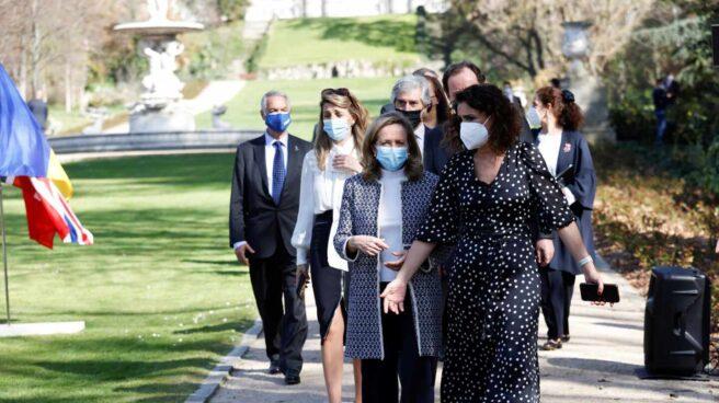 Las ministras Calviño, Montero y Díaz en un acto en los jardines del Palacio Real.