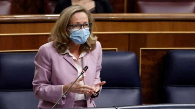 La vicepresidenta de Asuntos Económicos, Nadia Calviño, en la sesión de control de este miércoles en el Congreso.