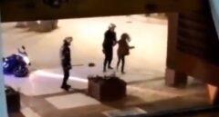 Expedientan a dos policías que fueron grabados golpeando a una mujer en Benidorm
