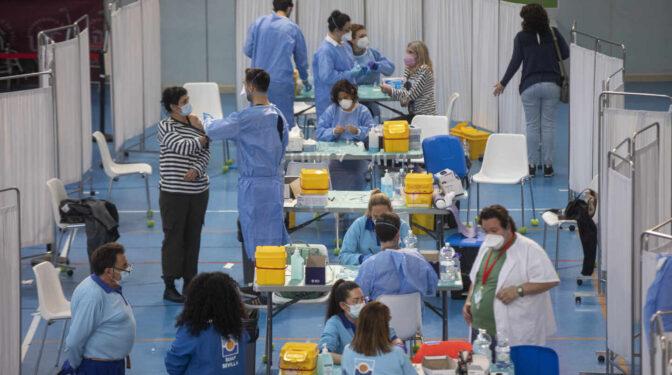 España bate su récord de vacunas administradas en un día: 306.995 dosis