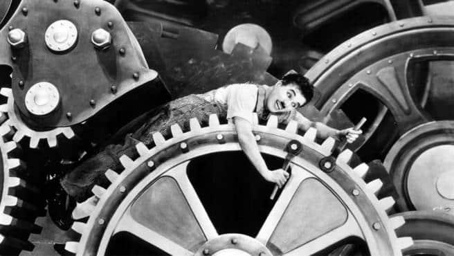 Charles Chaplin, en una escena de la película 'Tiempos modernos'.