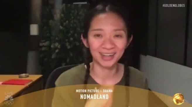 Chloé Zhao, directora de Nomadland, hace historia en los Globos de Oro tras ganar el premio a Mejor Dirección y Producción.
