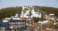 """El negocio del esquí en Navacerrada con el cierre de su estación: """"Será la ruina"""""""