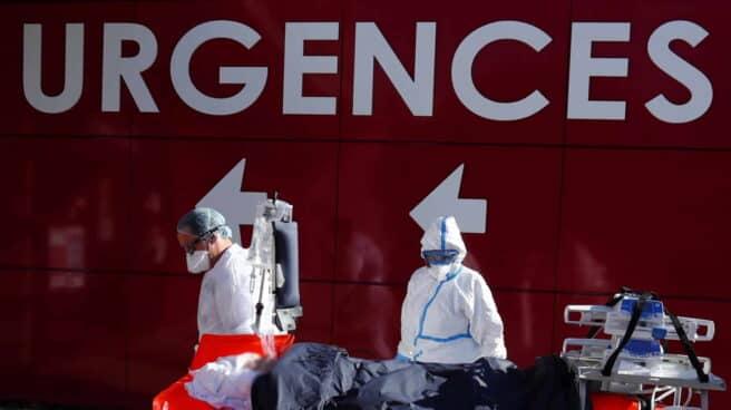 Francia marca un nuevo récord de ingresados en cuidados intensivos por covid