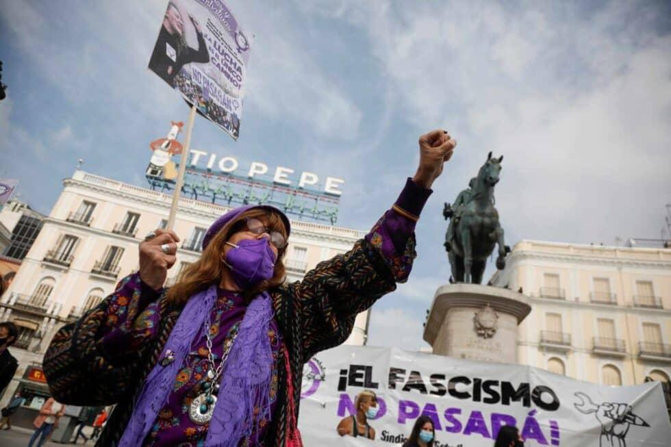 Concentración convocada por el Sindicato de Estudiantes y la asociación Libres y Combativas, por el Día de la Mujer hoy lunes en la Puerta del Sol de Madrid.