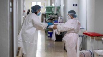España registra 298 muertos durante el fin de semana mientras la incidencia baja a 142