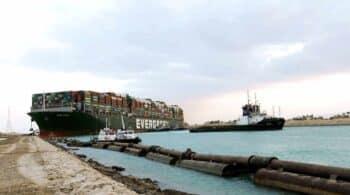 Desencallan el buque Ever Given que taponaba el Canal de Suez