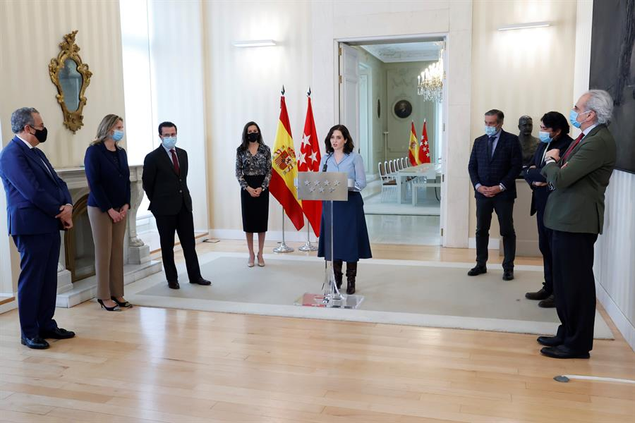 La presidenta de la Comunidad de Madrid, Isabel Díaz Ayuso, junto a sus consejeros.
