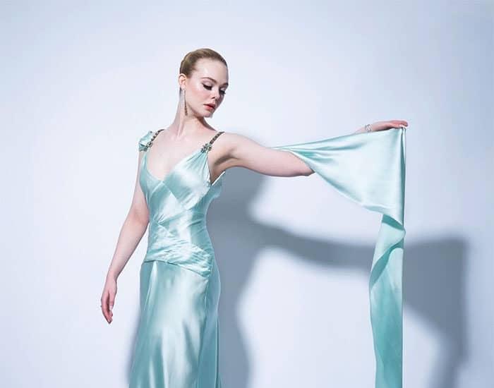 Elle Fanning, nominada a los Globos de Oro, posa con un Gucci.