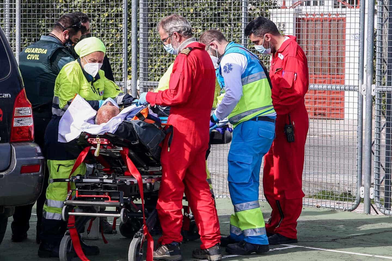 El Summa 112 atiende de urgencias a una persona mayor.