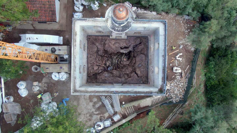 escultura de Cristina Iglesias en isla santa clara de San sebastian a vista de dron