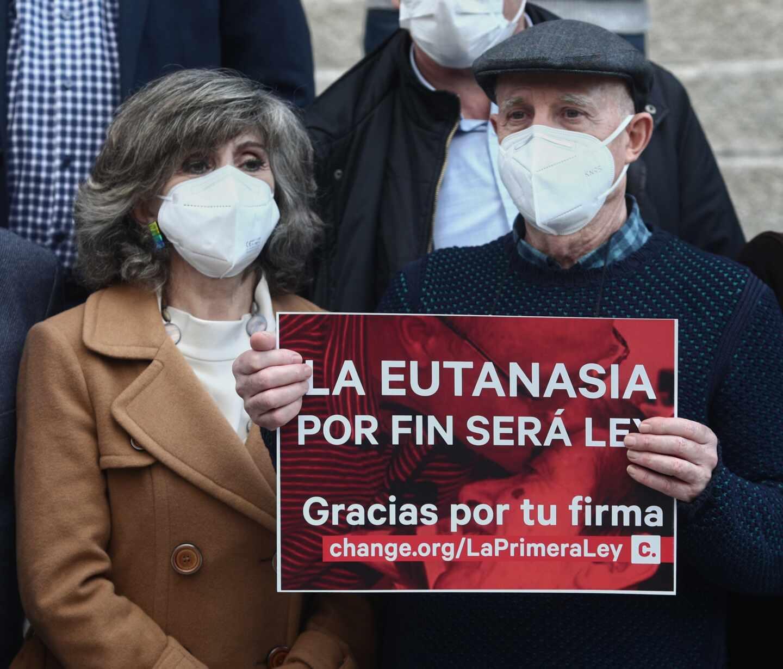 Carcedo celebra junto a Ángel Hernández la aprobación de la ley de eutanasia
