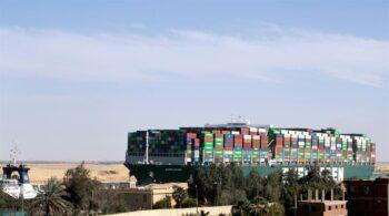 El 'Ever Given' ya navega tras seis días bloqueando el estratégico Canal de Suez