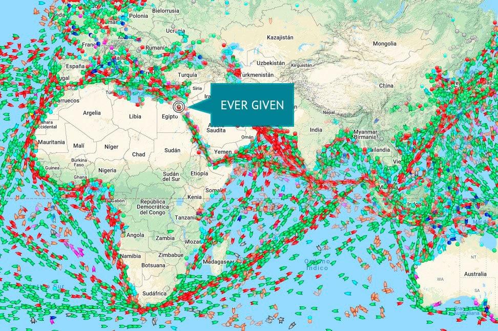 Imagen de un mapa que indica donde está EVER GIVEN, el buque encallado que colapsa el Canal de Suez