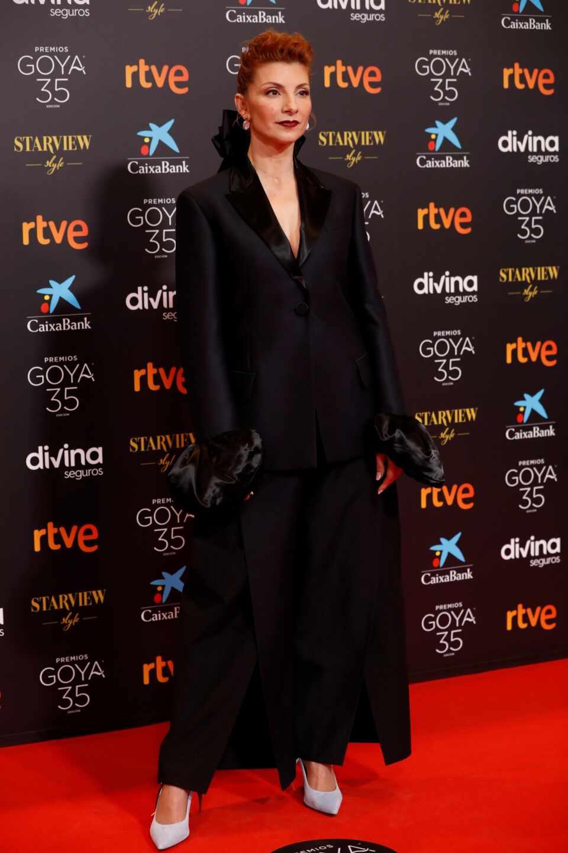 La actriz y cantante Najwa Nimri a su llegada hoy Sábado a la gala de la 35 edición de los Premios Goya