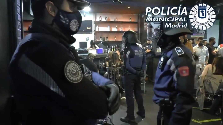 Intervención de Policía Municipal de Madrid en una fiesta ilegal