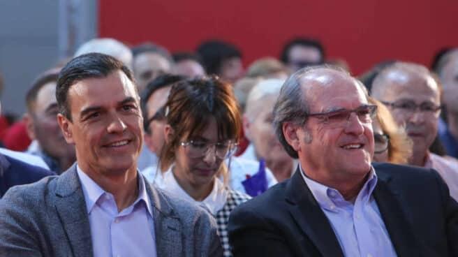 El presidente del Gobierno, Pedro Sánchez, y el candidato a la presidencia de Madrid por el PSOE, Ángel Gabilondo.