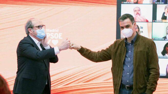 Gabilondo y Sánchez se saludan manteniendo la distancia de seguridad por el Covid