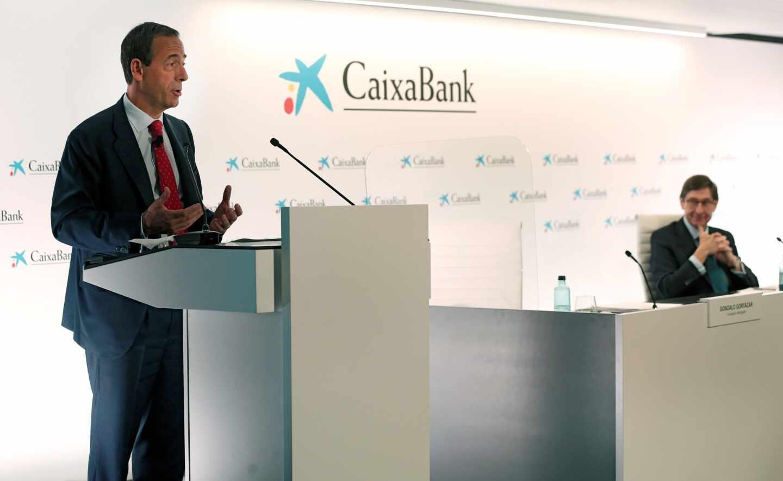 El nuevo presidente de CaixaBank, José Ignacio Goirigolzarri, y el consejero delegado de la entidad, Gonzalo Gortázar, en la rueda de prensa de presentación de CaixaBank.