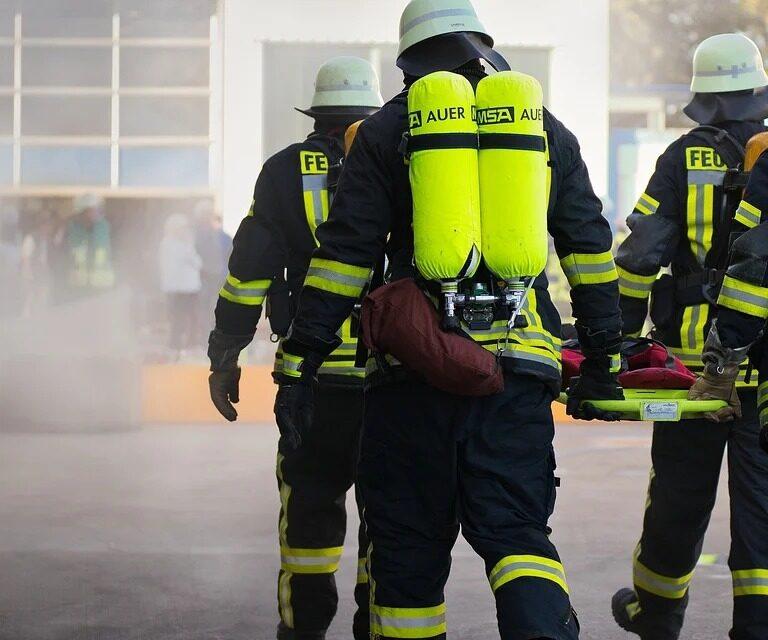 Un niño de ocho años se tira desde un tercer piso para salvarse de un incendio en Algemesí