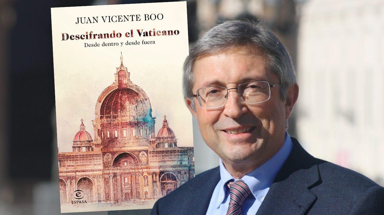 Imagen de Juan Vicente Boo con la portada de su libro Descifrando el Vaticano