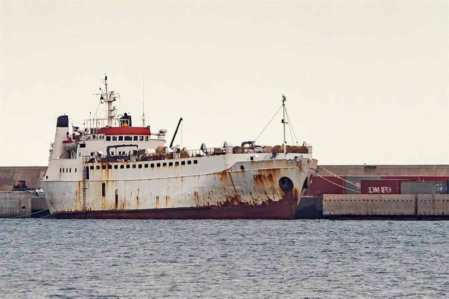 El barco Karim Allah, en el puerto de Escombreras en Cartagena.