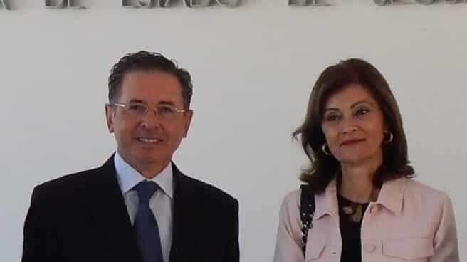 El comisario José Antonio Rodríguez, junto a la ex secretaria de Estado de Seguridad (Ana Botella).