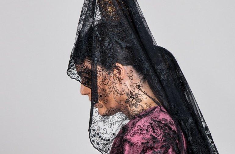 Una mujer con mantilla