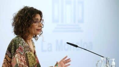 Montero avanza que los 11.000 millones de euros podrían incluir medidas fiscales para las empresas