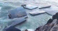 El fuerte oleaje destroza un muelle flotante del Ejército en Castro Urdiales