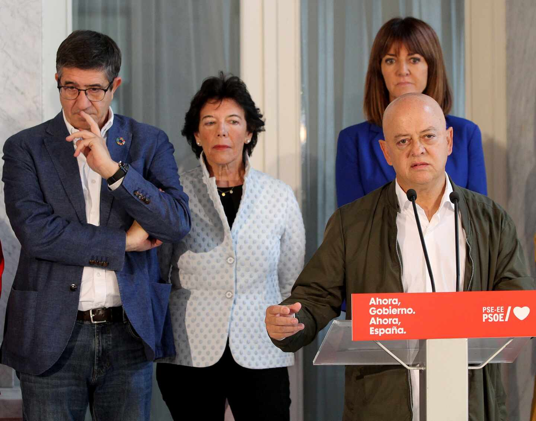 El diputado Odón Elorza, en un acto del PSE junto a Patxi López, Isabel Celaá e Idoia Mendia.