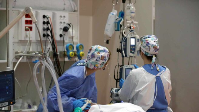 Sanitarios del Hospital Universitario Central de Asturias (HUCA), en Oviedo.