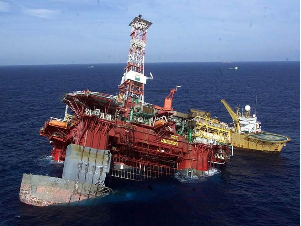 Plataforma petrolífera Petrobras 36 hundiéndose
