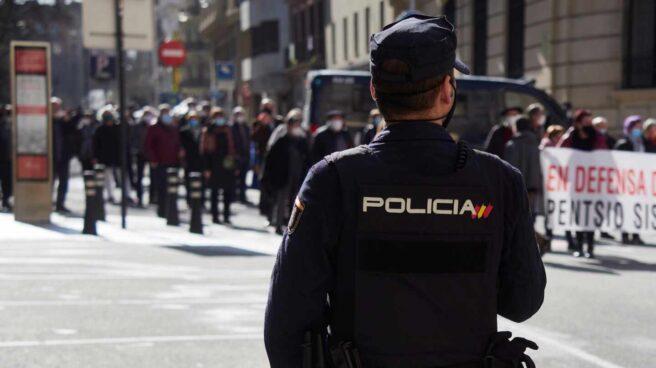 Un agente de la Policía Nacional, durante un servicio durante la pandemia.
