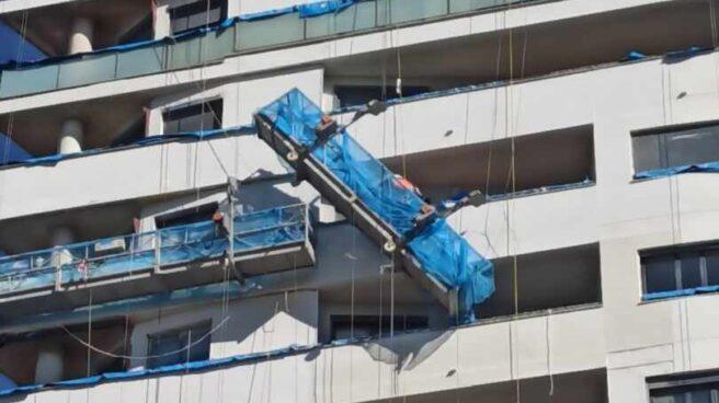 Vagoneta suspendida desde el piso 12