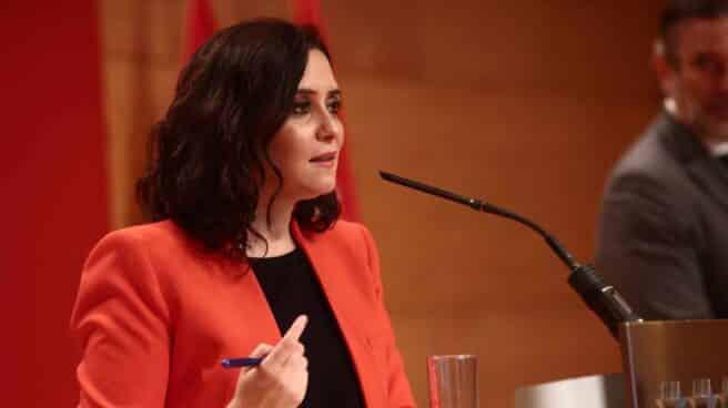 La presidenta de la Comunidad de Madrid, Isabel Díaz Ayuso, interviene en una rueda de prensa