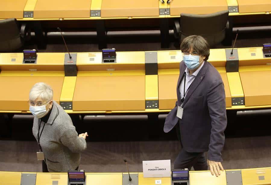 Carles Puigdemont y Clara Ponsatí, en el Parlamento Europeo.