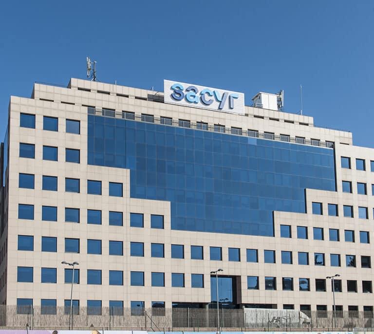 Sacyr gana 40 millones hasta junio y baja su participación en Repsol al 3%
