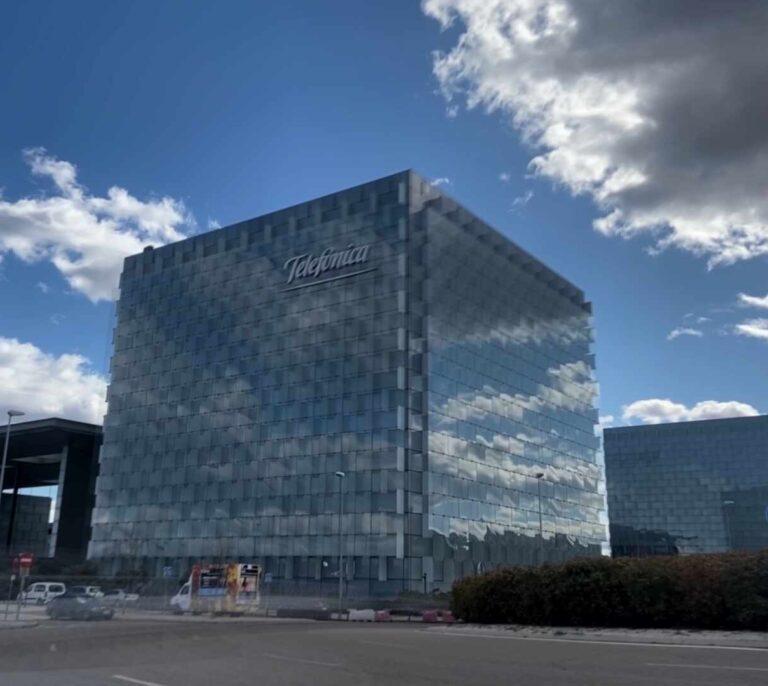 Telefónica vende cuatro data centers a Nabiax y adquiere el 20% de la compañía
