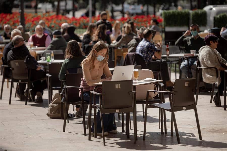 Una terraza prácticamente llena en Valencia el pasado 9 de marzo.