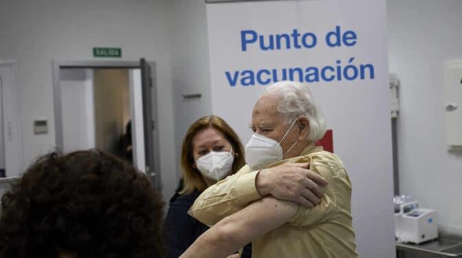 """Las primeras 48 horas de vacunación a mayores en Madrid: """"Solo conseguíamos citar al 15% de las llamadas"""""""