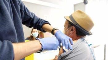 Cataluña abre la vacunación masiva para la franja de 60 a 65 años con AstraZeneca