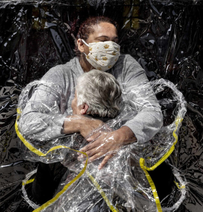 El abrazo tras el confinamiento: imagen del año World Press Photo 2020