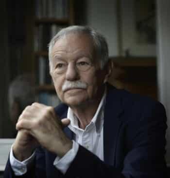 """Eduardo Mendoza: """"España no ha cambiado tanto. Franco ya conducía un autocar lleno de mangantes"""""""