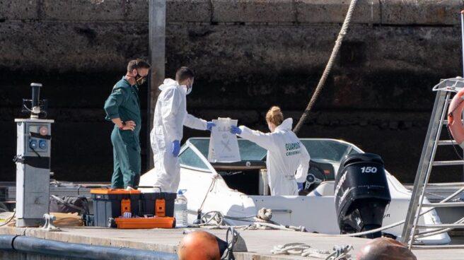 La Policía Científica analiza una embarcación en Santa Cruz de Tenerife.,