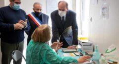 Francia pondrá Moderna o Pfizer a los menores de 55 años que ya han recibido una dosis de AstraZeneca
